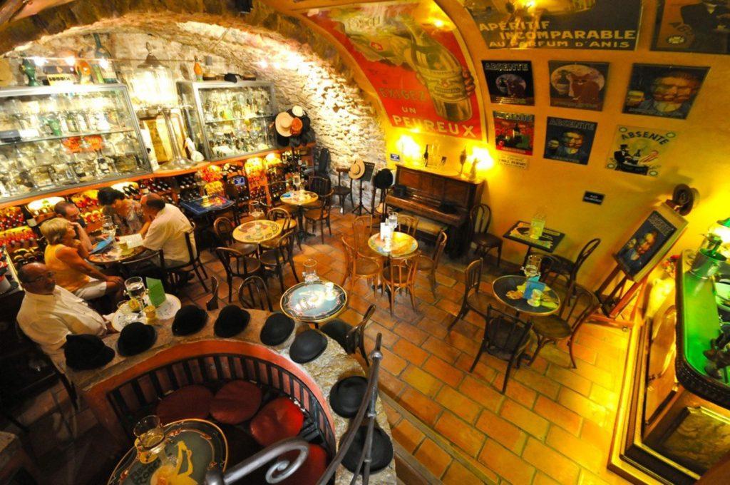 Absinthe Bar dans le Vieil Antibes - La Lezardiere