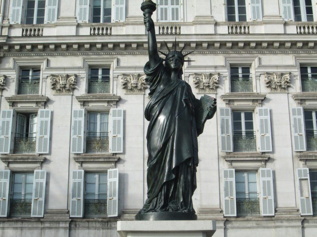 La statue de la liberté à Nice